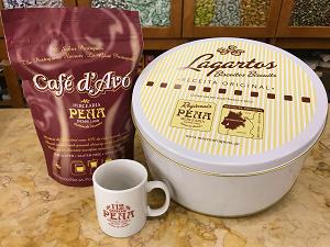 CONJUNTO PENA CAFÉ D'AVÓ 300g + LATA LAGARTOS 600g (OFERTA CANECA 112 ANOS)